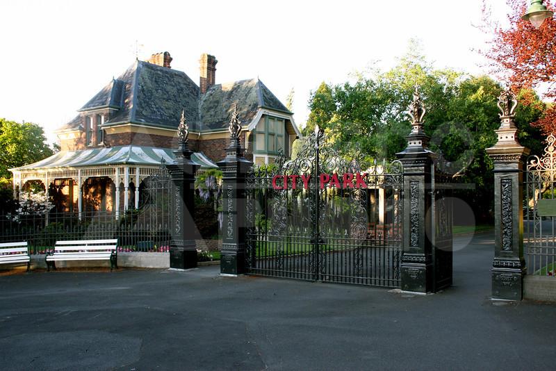 Launceston 20111023 040 City Park - Gate
