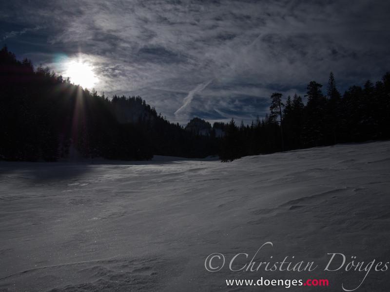 Sonne auf Schneefeld