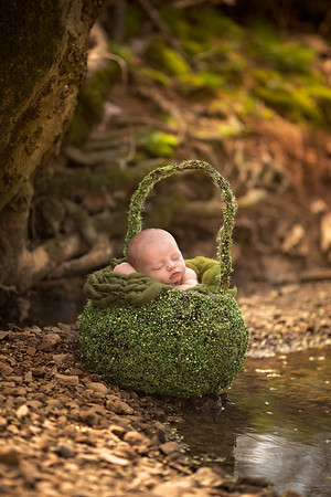 Nashville & Clarksville Outdoor Newborn Photographer