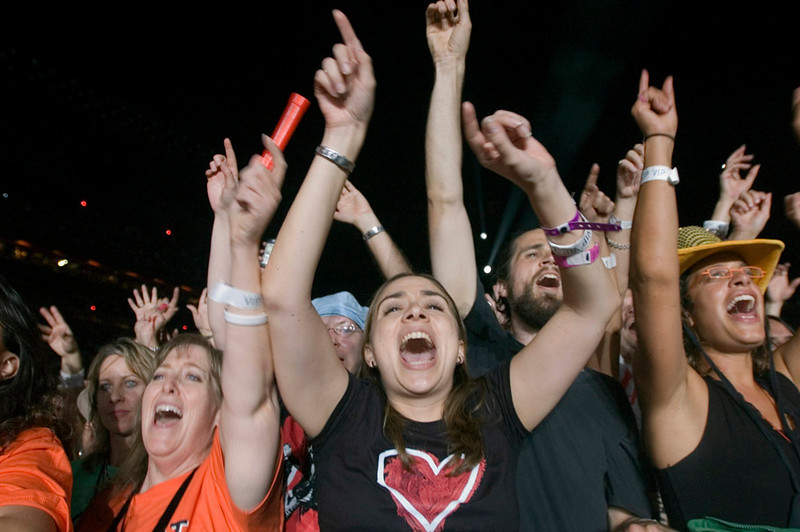 Fans react to U2 opening act during the final date of their Vertigo Tour ending at Aloha Stadium in Honolulu, Hawaii, Dec. 9, 2006. REUTERS/Lucy Pemoni