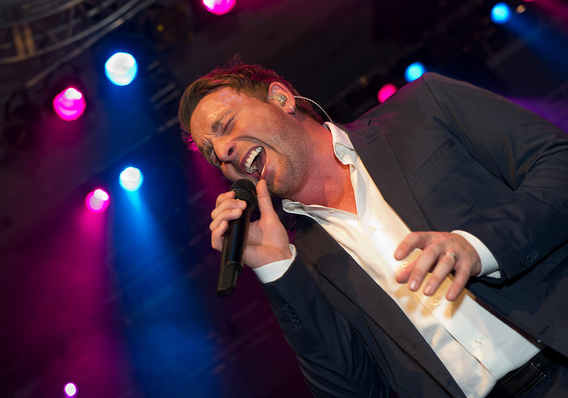 November 05, 2011: The Children's Aid Foundation held it's 25th Teddy Bear Affair at the Metro Toronto Convention Centre in Toronto, Ontario Canada. Juno Award winner Johnny Reid.