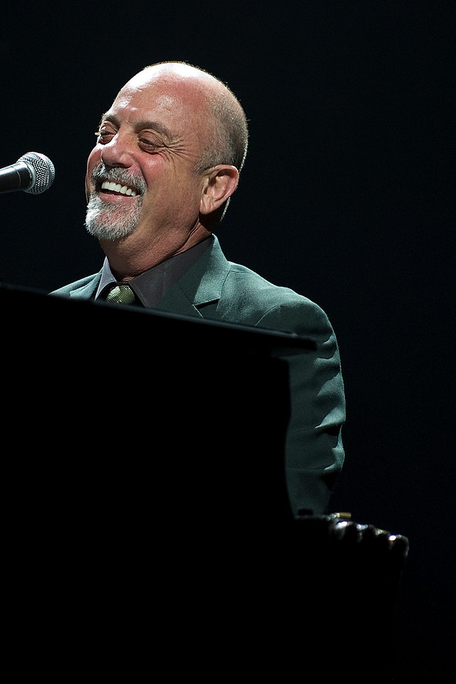 30 May 2009:Billy Joel entertaining the crowd during the Face 2 Face Elton John & Billy Joel concert at the Air Canada Centre in Toronto.<br /> *****FOR EDITORIAL USE ONLY*****