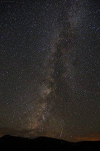 Perseid meteor and Milky Way