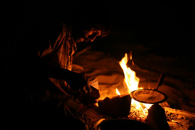 Cooking chapati, Sam Sand dunes, near the Pakistani border