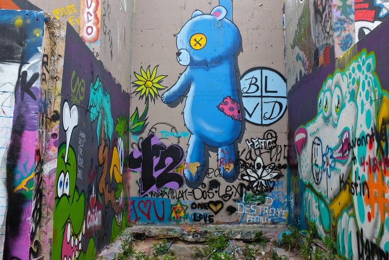 Observations at the graffiti wall #9 - Austin, Texas
