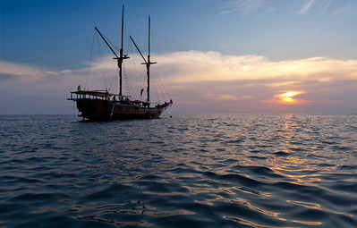 The Jaya - Thailand  Indonesian built, this traditional phinsi schooner was our home for a week, diving the fantastic oceans of the Similan Islands of Thailand.