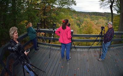 Photographers at Tinkers Creek Gorge Overlook