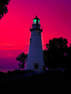 "Leaving now for Marblehead Lighthouse to shoot the Super Moon tonight.  I'll be wearing a Nikon shirt, stop by and say ""Hi"" if you see me!!!"