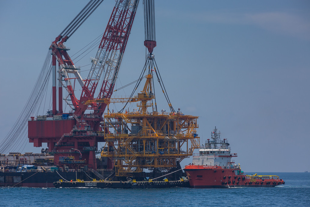 Oil rig lifting