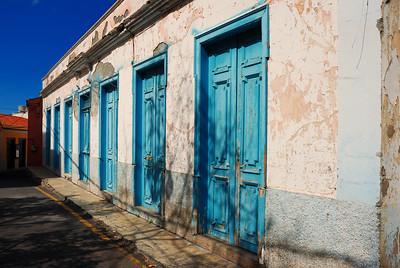 7 blaue Türen