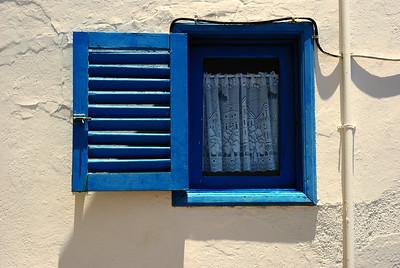 kleines blaues Fenster