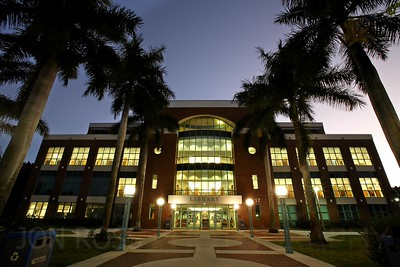 Broward College Central Campus | Davie, FL Canon EOS 5D Mark I | Canon EF 16-35mm f/2.8 L USM13s | f/22 @ 16mm | ISO 100