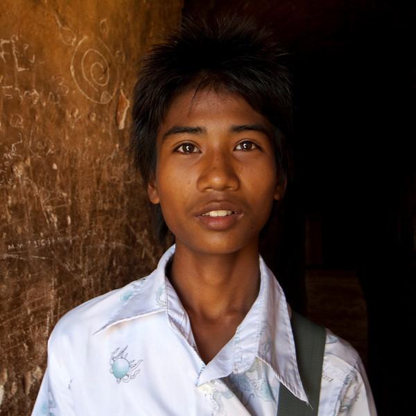 BURMESE GUY Dhammayangyi Pahto. BAGAN. MYANMAR.