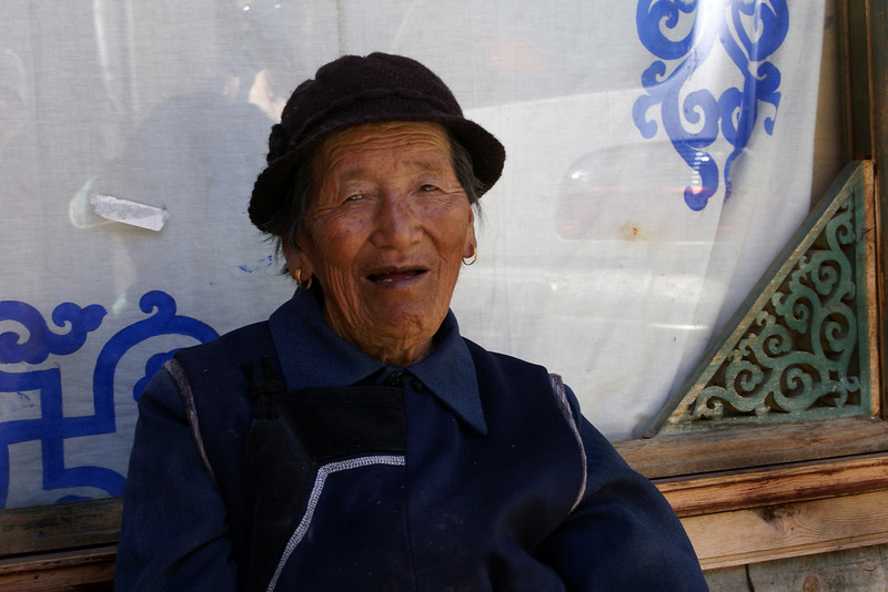 OLD TIBETAN LADY. SHANGRI-LA. YUNNAN, CHINA.