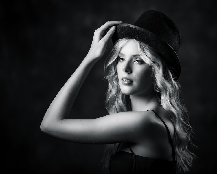 Viola With Top Hat BW
