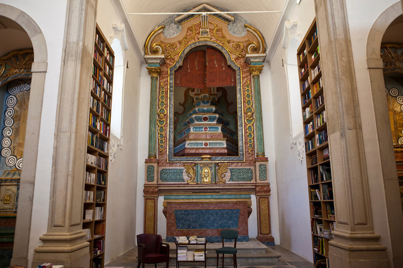 OBIDOS. BOOKSHOP INSIDE AN OLD CHURCH. [4]