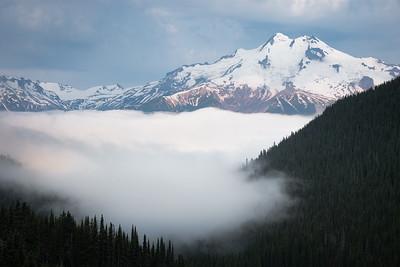 Sea of fog blelow Glacier Peak, Washington