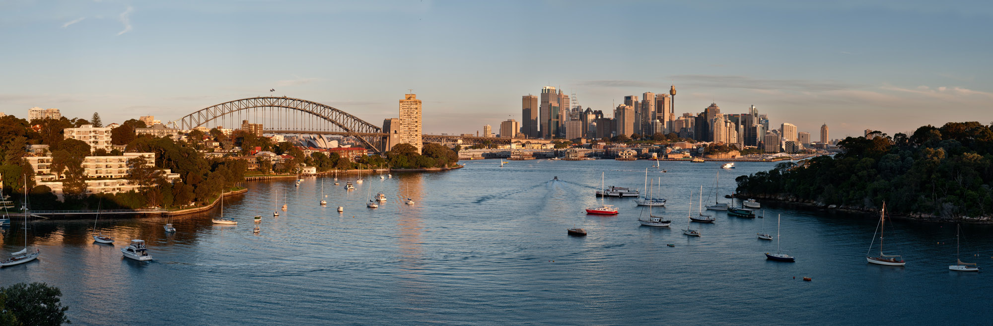 <b><font>Sydney | Australia</font></b> Walking from Waverton to Milsons Points from the coastal pathway offers great views