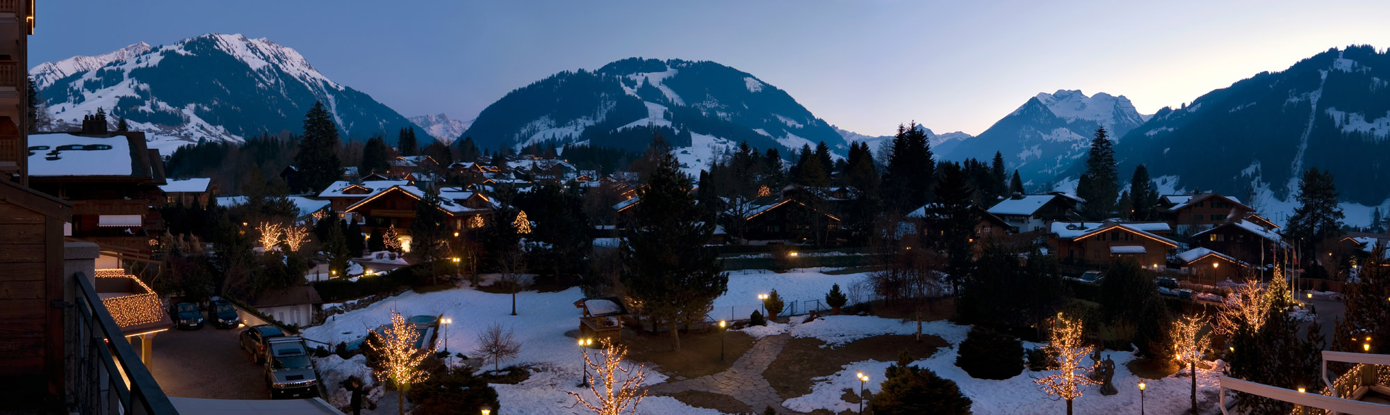 <b><font>Gstaad | Switzerland</font></b> The day breaks on the snowy Swiss Alps