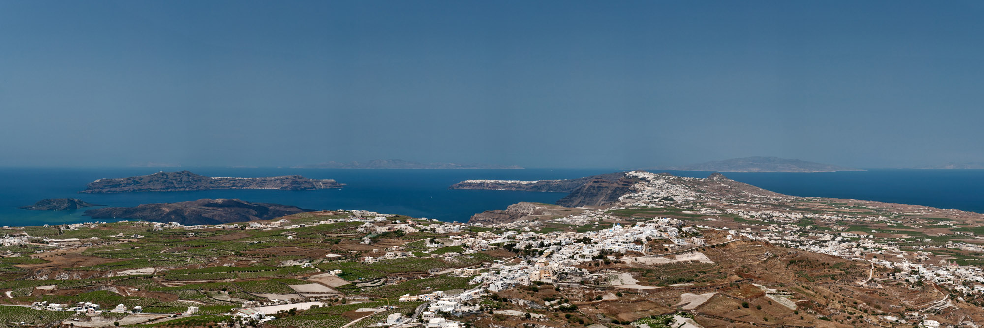 <b><font>Santorini | Greece</font></b> Aerial aspect of the island. The kaldera and volcano are visible
