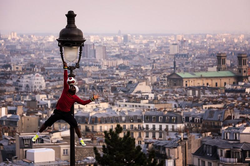 Soccer Juggler in Montmarte (Paris, France)