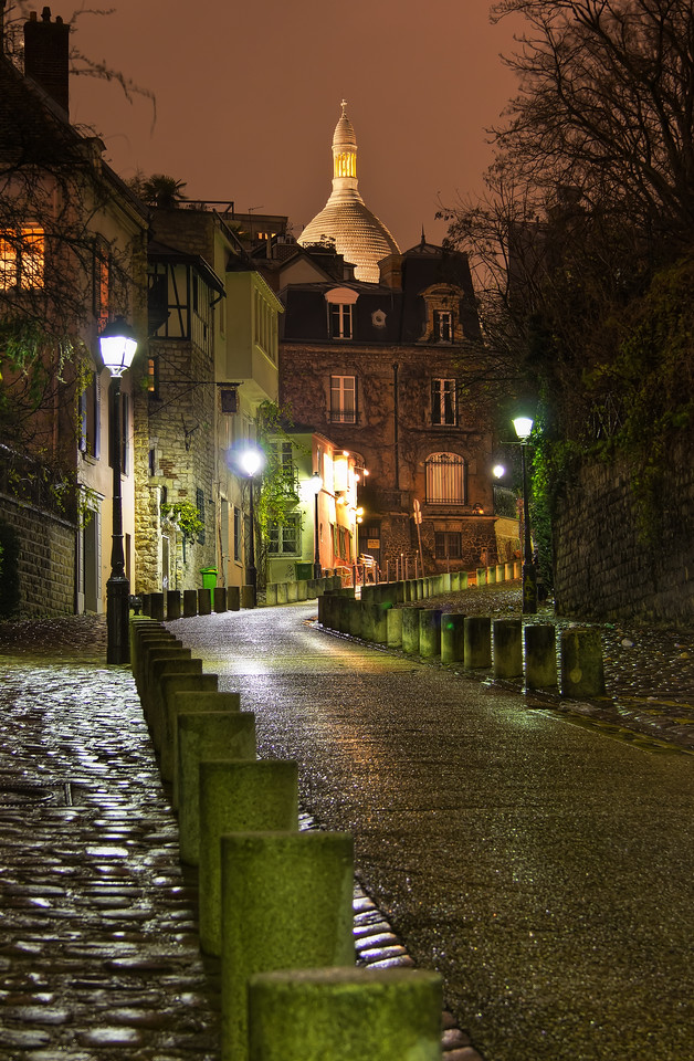 Rainy Montmartre Photo by Roman Betik from the blog http://www.StillGlimmers.com/