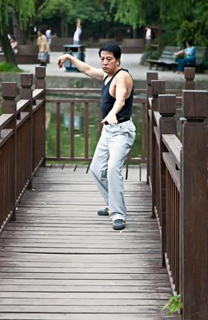 28) Man Tai Chi 4