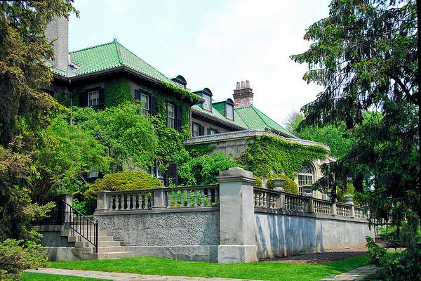 Mystery House / Canada