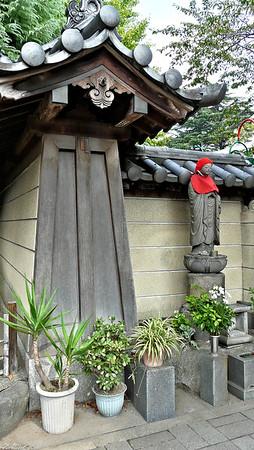 Tokyo Street Statue / Japan