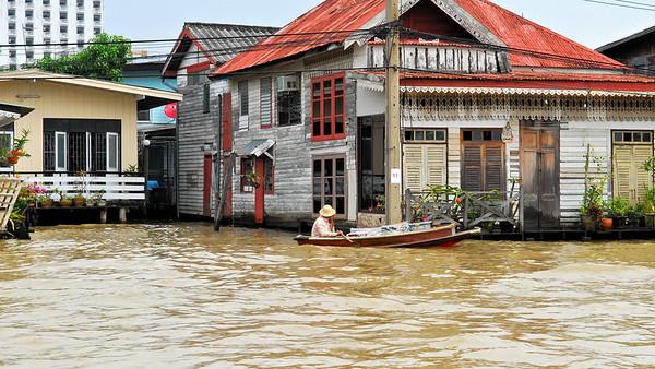 Bangkok River Vendor / Thailand