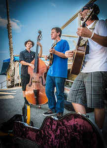 Blugrass musicians jamming out their tunes at the San Clemente pier.