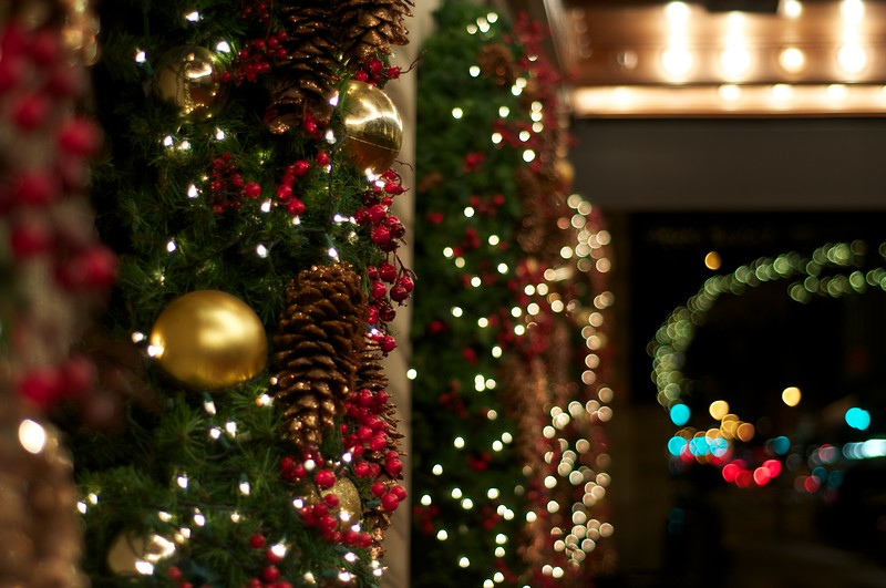 Day 087 -Back in NY and Christmas is everywhere.  It was a long day of travel etc, so I finally got out late to snap this down the street.  I had some others but I just really liked this for some reason.
