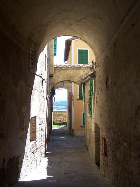 Jill - Charming hidden corridor in small village in Tuscany