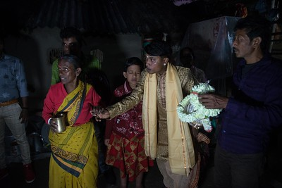 Before Hiranmay leaves for the wedding venue, his family members surround him. Jhumpa, his visually challenged kin, stands next to him. Both of them are very attached.