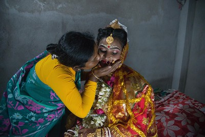 Pushpa Mondol kisses on the chick of Priyanka before she goes for the marriage.