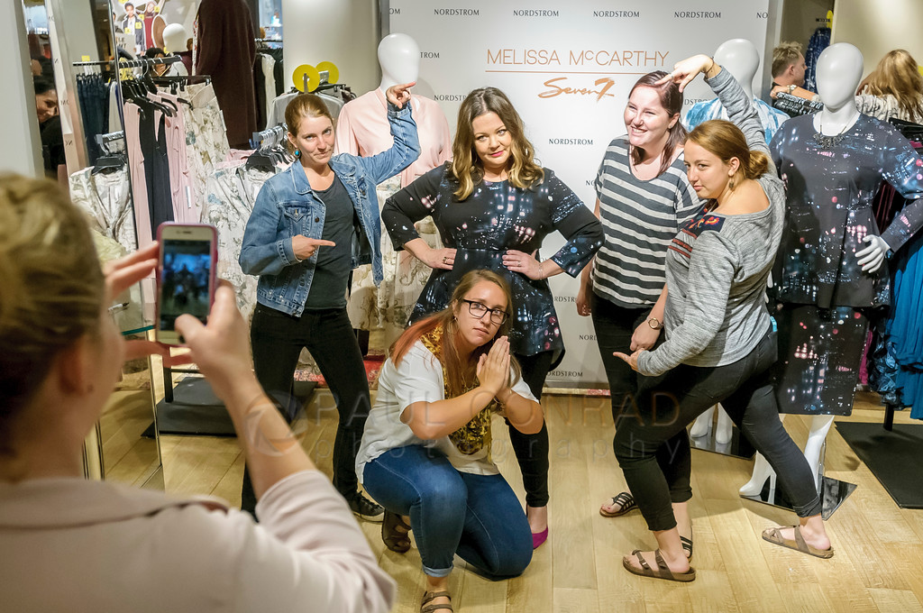 Actress Melissa McCarthy, center, poses with fans during a promotion for her fashion line Melissa McCarthy Seven7 at Nordstrom Downtown Seattle on July 22, 2016 in Seattle, Washington. (Photo by Paul Conrad/Getty Images for Nordstrom)