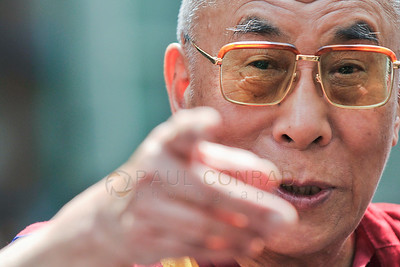 ©2009 Paul Conrad/Pablo Conrad Photography  His Holiness the14th Dalai Lama imparts one last piece of wisdom as he departs the Aspen Institute in Aspen, Colo., after delivering the keynote speech during a 3 day symposium on Tibetan Culture.