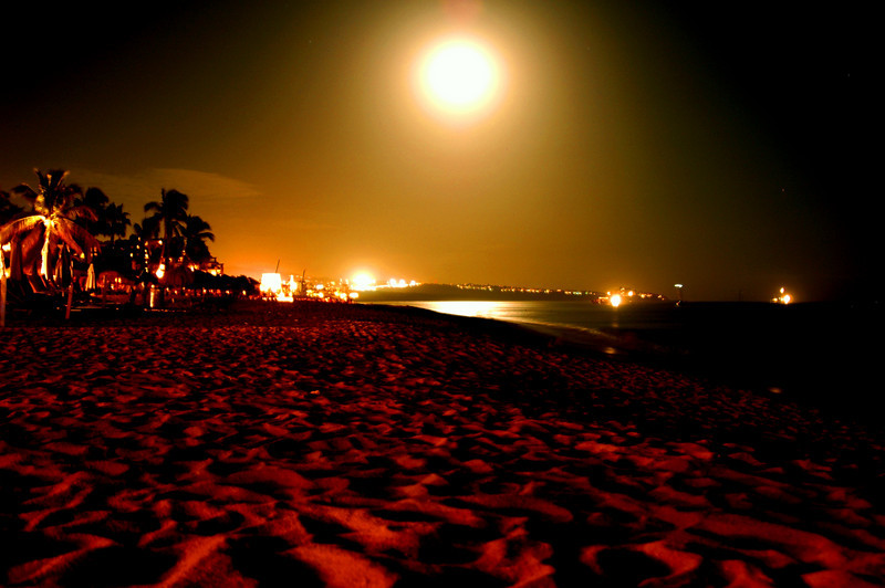 Moonrise on the beach in Cabo