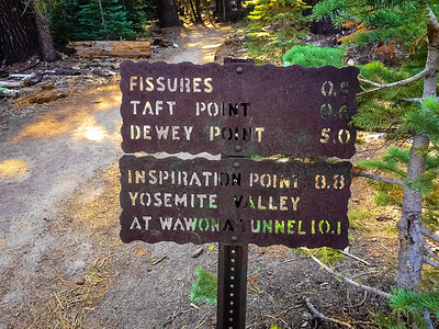 Mileage sign on the trail