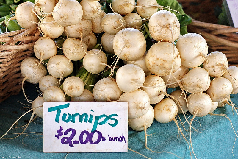 """6-9-09-- wednesday<br /> at the farmers' market<br /> <br /> """"do vegetarians eat animal crackers?""""<br /> <br /> -- author unknown"""