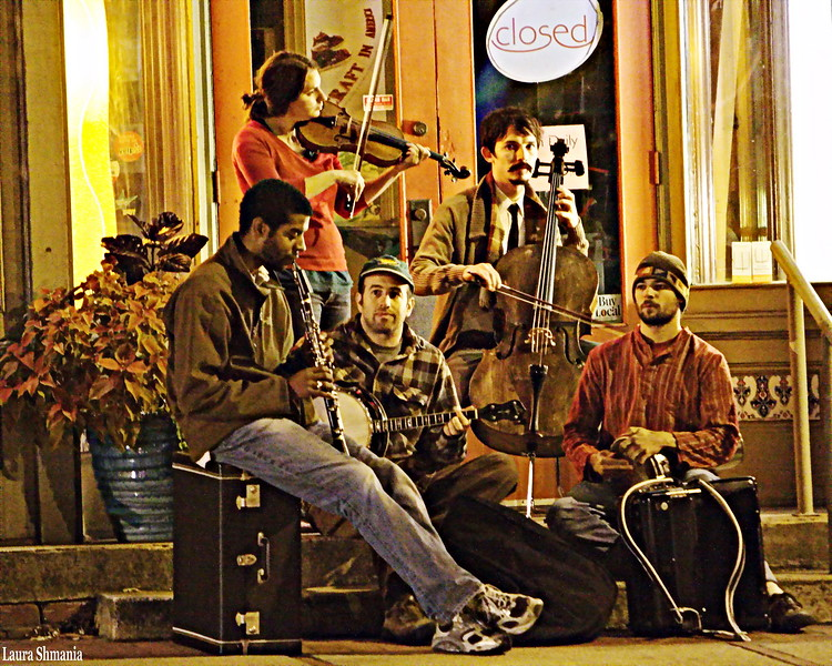 10-1-09-- thursday<br /> these musicians were playing, tucked into a shop's covered entrance, late into the evening