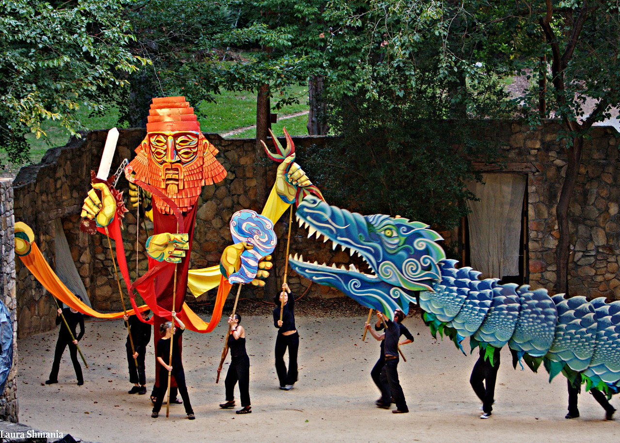 "8-28-09-- friday performance by ""paperhand puppet intervention"" at an outside theater on campus.   <a href =""http://www.paperhand.org/"">click here for more info</a>"