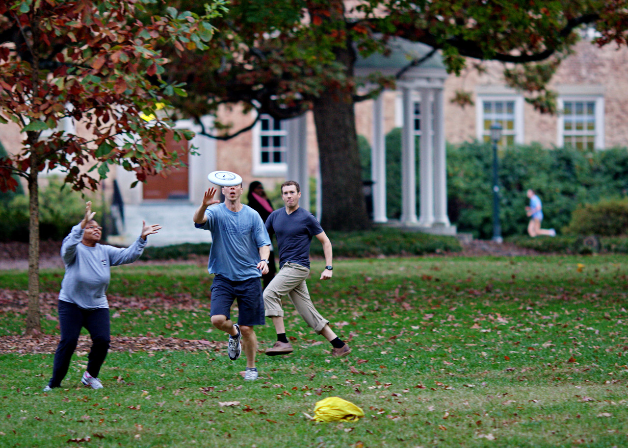 11-9-09--  monday- warm weather... late afternoon frisbee game in front of the old well- unc-ch.