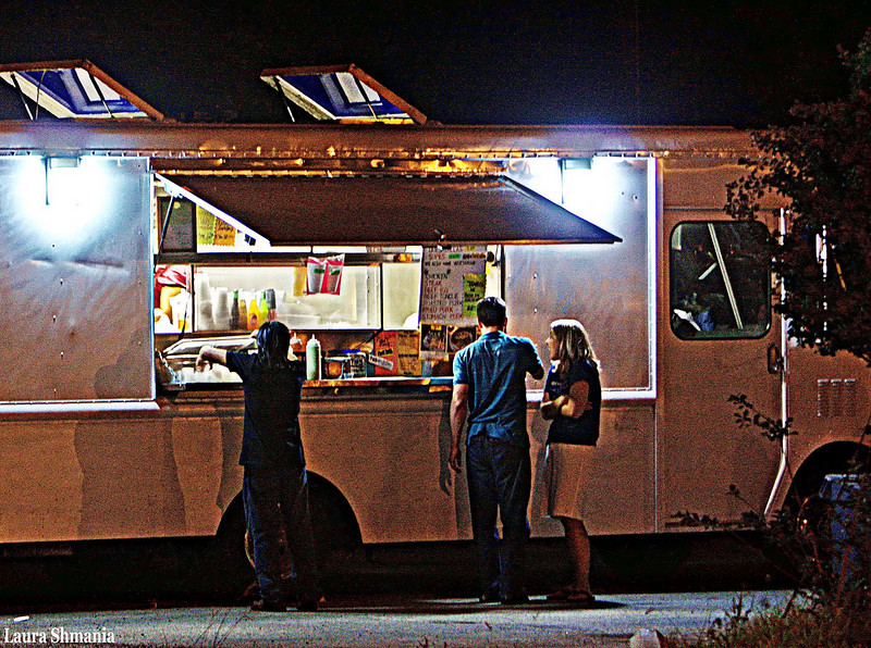 10-4-09-- sunday<br /> at the town taco truck