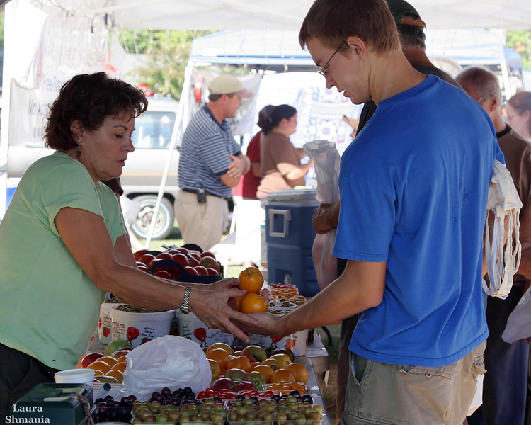 "9-22-07-- Saturday<br /> at the farmers' market<br /> <br /> ""vegetables are a must on a diet.  I suggest carrot cake, zucchini bread, and pumpkin pie.""<br /> <br /> -- jim davis"