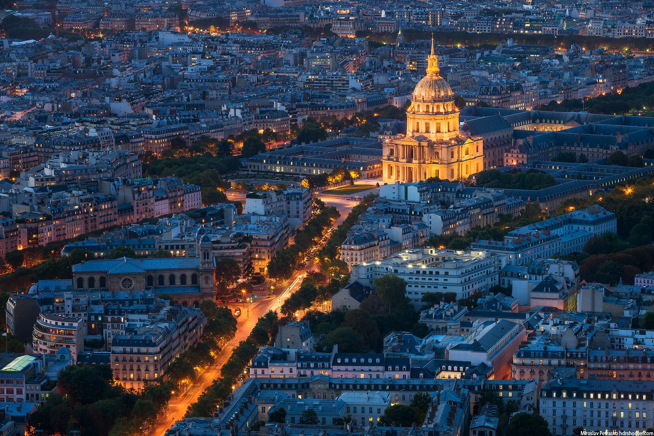 The street towards Les Invalides in Paris