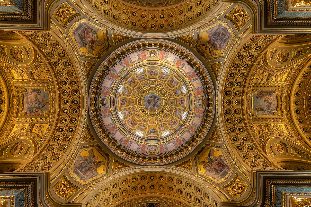 The stunning ceiling in the St. Stephen's Basilica I tried to center this as much as possible, and have it very symmetrical. I almost completely succeed :)