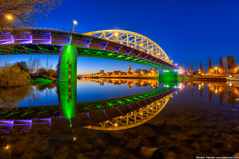 Colors of the John Snow bridge