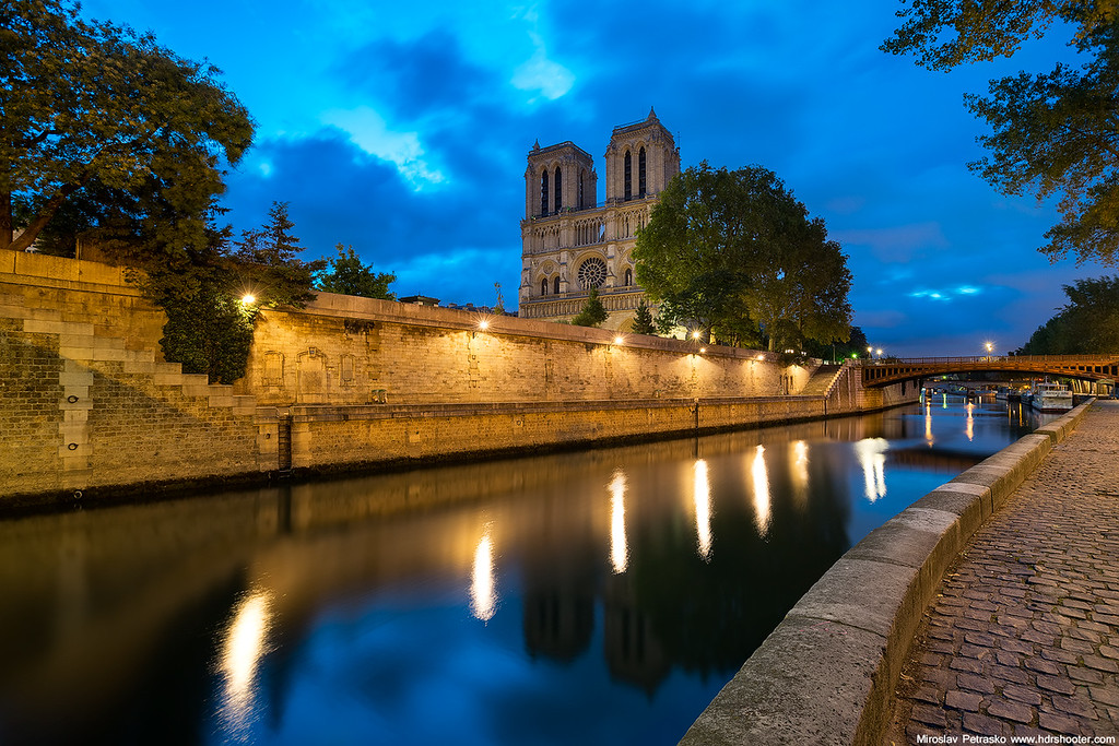 Rainy morning at the Notre Dame