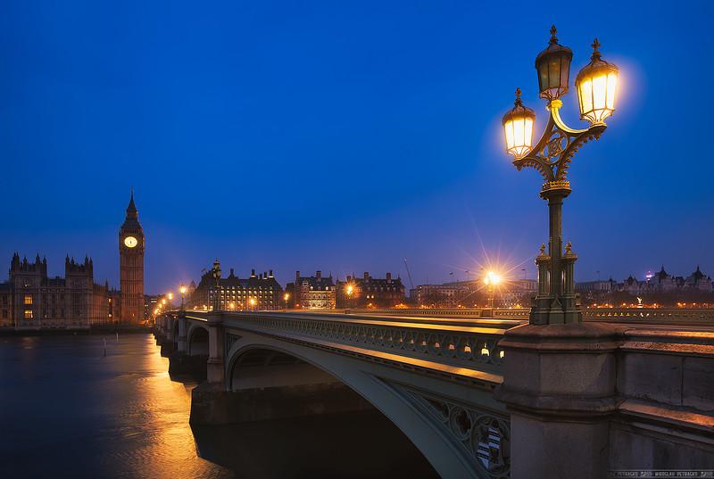 Lamp on the bridge